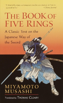The book of five rings ; The book of family traditions on the art of war - Miyamoto Musashi